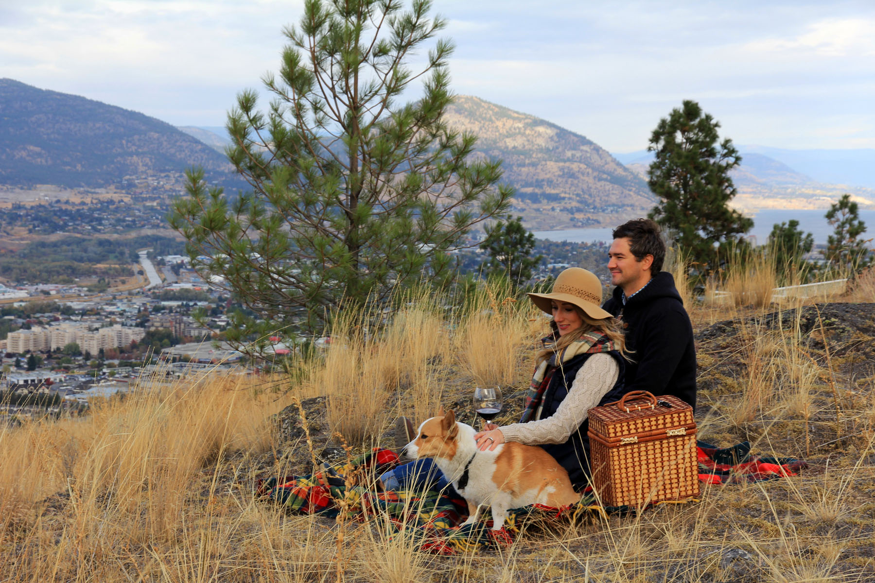 Couple having a picnic at the Bluffs at Skaha