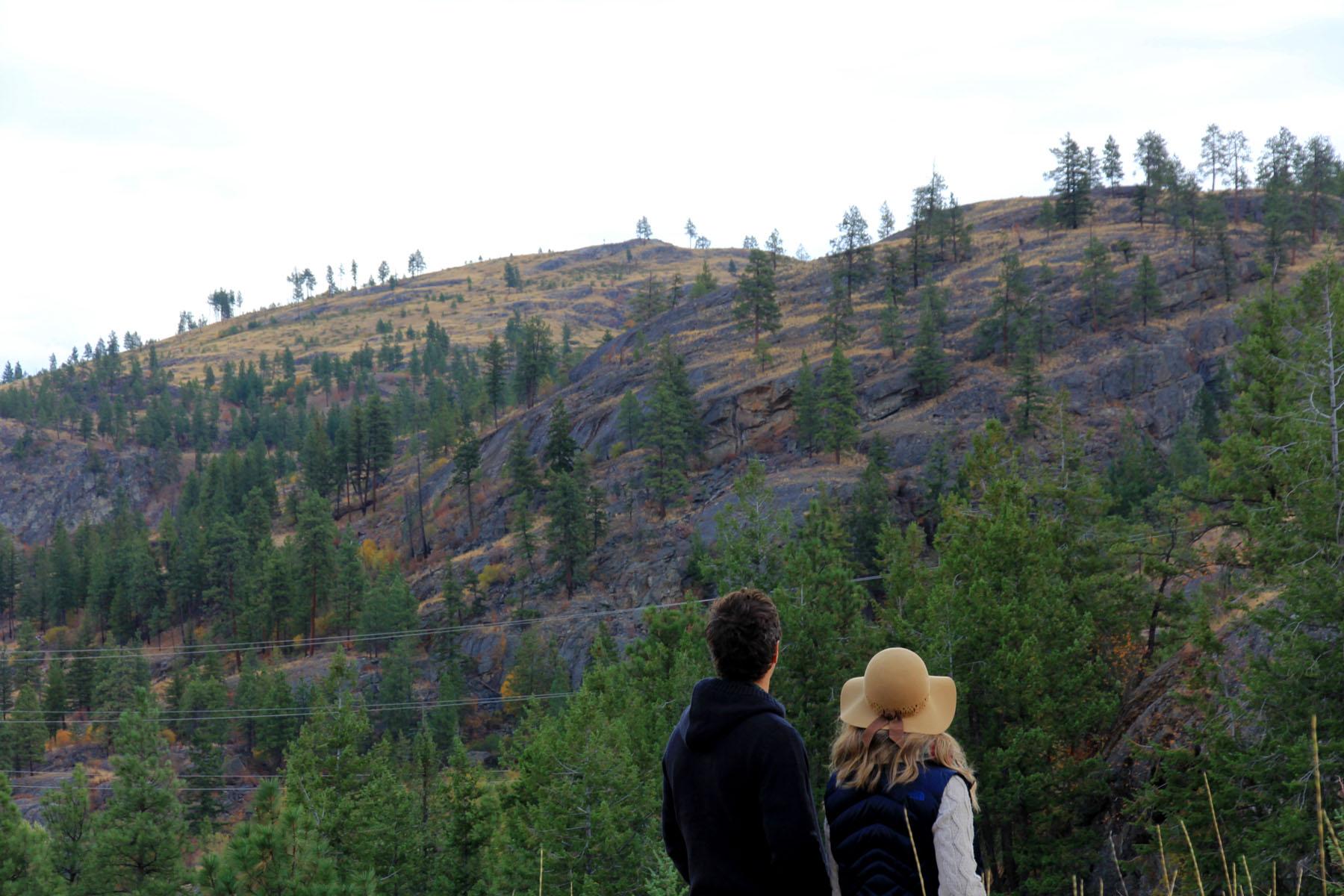 Couple walking at the Bluffs at Skaha