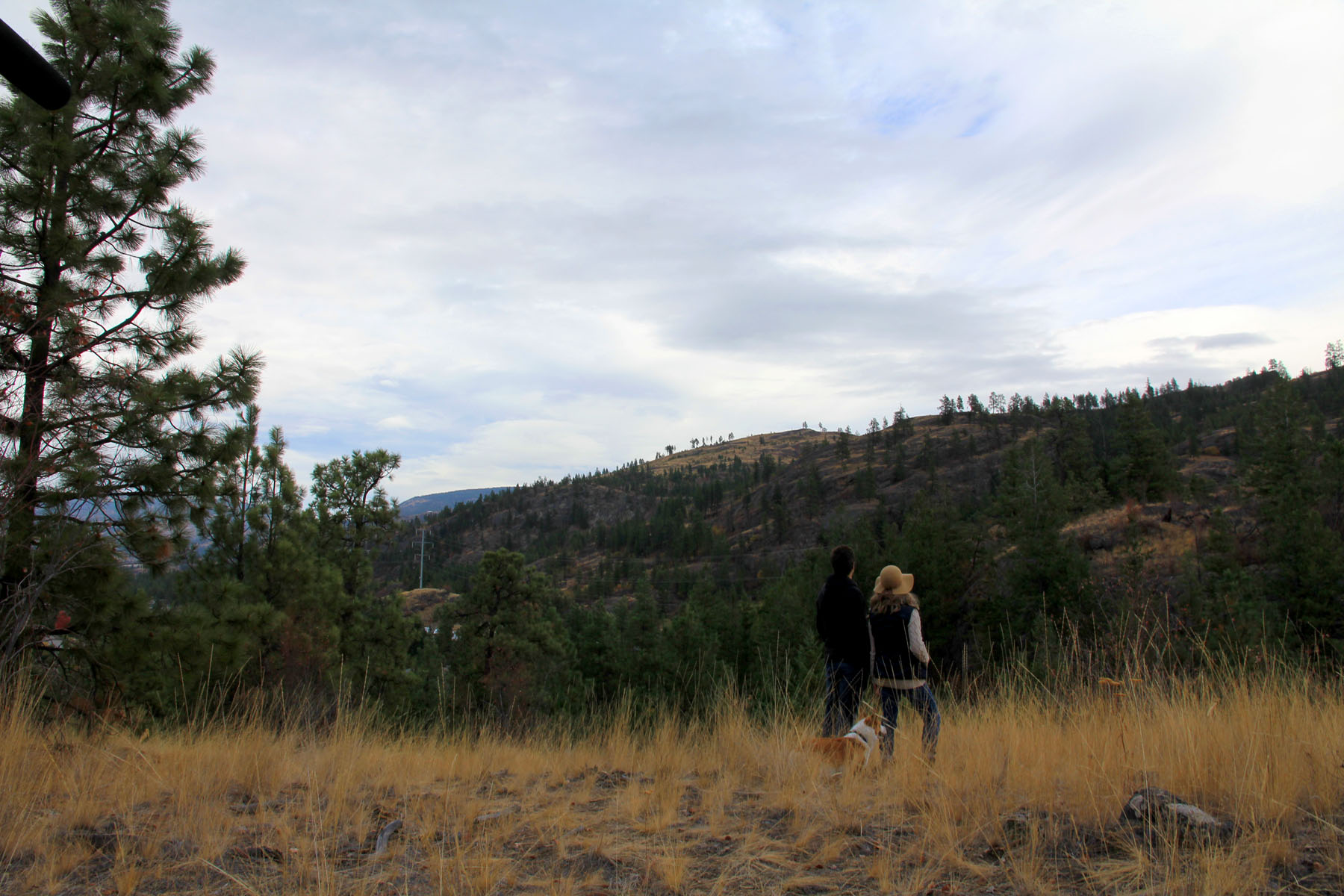 Couple hiking at the Bluffs at Skaha
